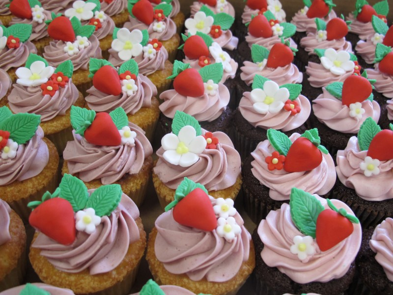 cupcakes with fondant strawberry toppers