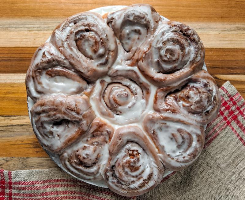 pan of 10 cinnamon rolls