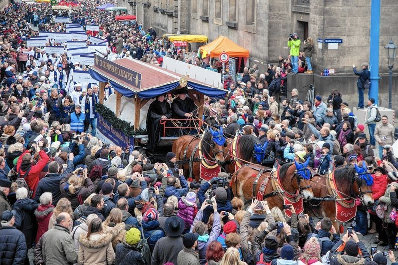 Giant Stollen Dresden Festival Lots of People Gathered in the Streets