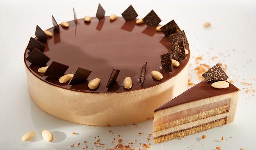 a full Curiositas cake and a slice